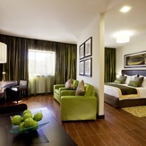 Deluxe-Room-Mövenpick-Hotel-Apartments-The-Square-Dubai-.jpg