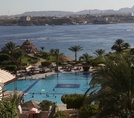 Главный бассейн Moevenpick Resort Sharm El Sheikh 5*